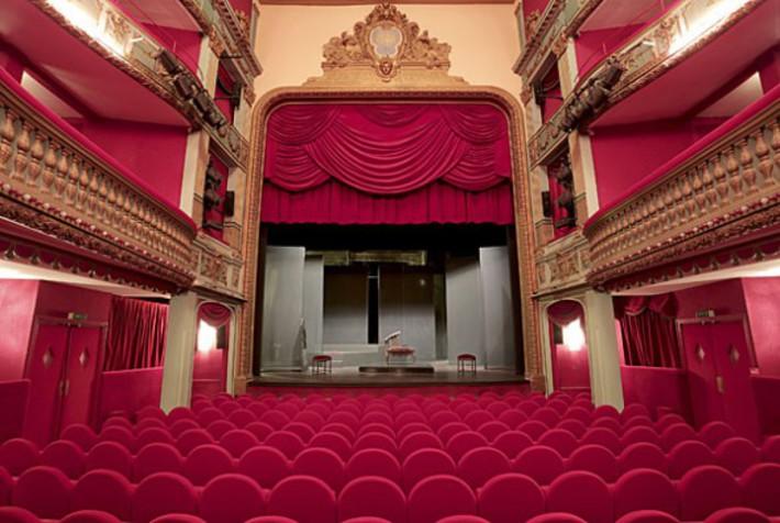 salle theatre petit hebertot