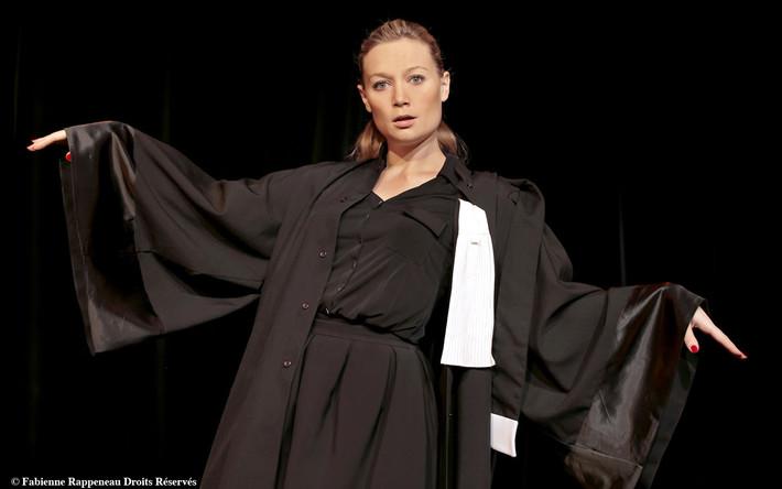 Caroline Vigneaux, re-quitte la robe au Palais des Glaces - Archive 10.01.2017